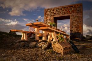 Weitwandern & Tafeln am Granattor entlang des Millstätter See Höhensteigs (c) Millstätter See Tourismus
