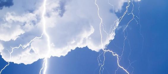 Beitragsbild: http://www.sportaktiv.com/de/news/donnerwetter-richtiges-verhalten-bei-unwettern