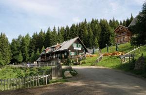 Weitwandern entlang der Großen Zirbitzkogelrunde - Tonnerhütte (c) Bild: Tonnerhütte.