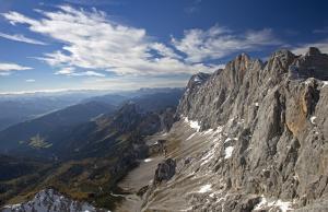Weitwandern entlang der Dachsteinrunde - Dachstein Südwand (c) Herbert Raffalt