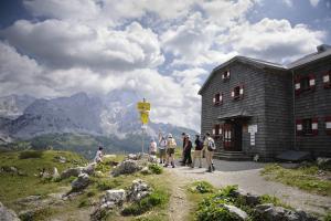 Weitwandern Rund um die Bischofsmütze in Salzburg (c) TVB Filzmoos ®JNottebrock_und_CSattler