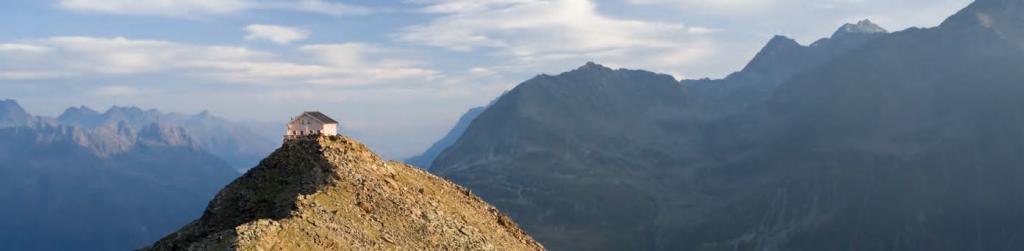 Hochalpines Weitwandern am Ötztal Trek in Tirol - das Brunnenkogelhaus (c) Ötztal Tourismus
