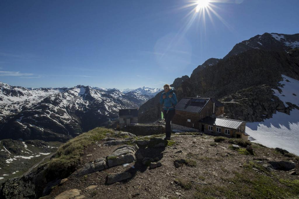 Hochalpines Weitwandern am Ötztal Trek in Tirol - die Hildesheimer Hütte (c) Ötztal Tourismus