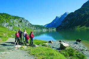 Weitwandern am Salzburger Almenweg - Tappenkarsee (c) SalzburgerLand Tourismus
