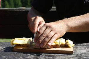 Nach dem Essen sollst Du ruhen, oder 1.000 Schritte tun. Weitwandern & Wandern Tipps Essen (c) Tonnerhütte - Zirbitzkogel Grebenzen
