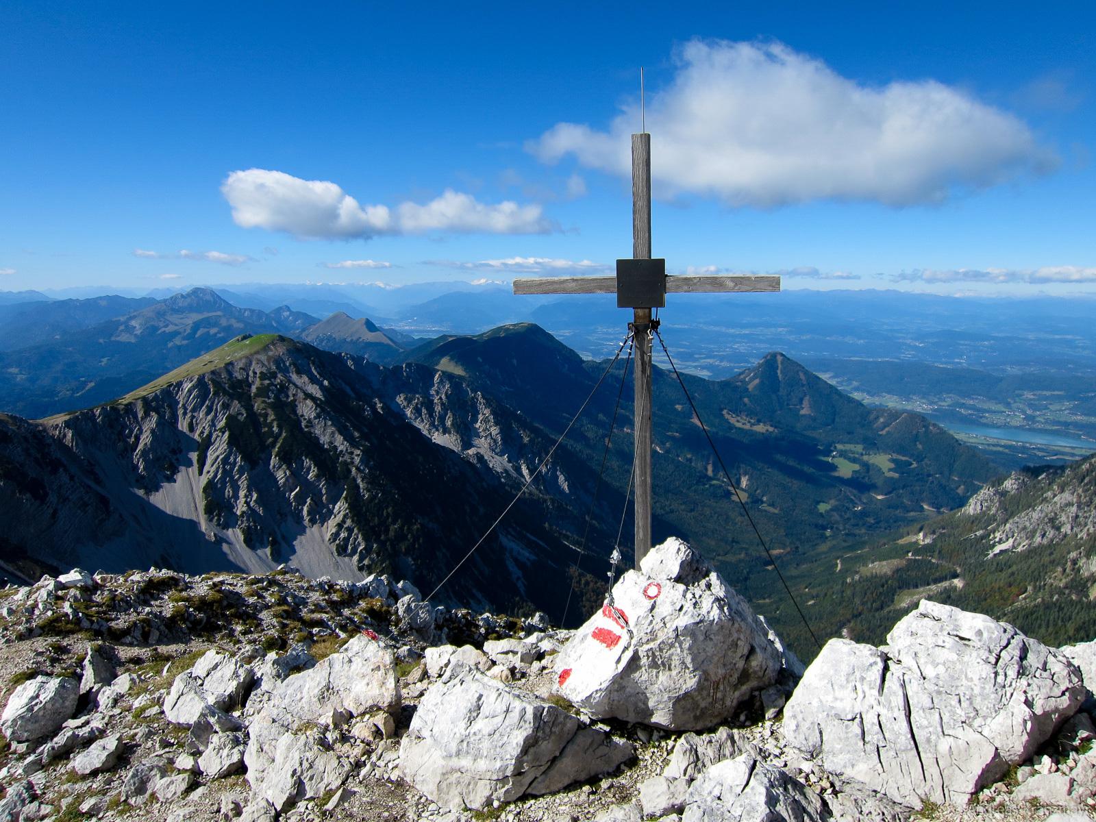 Am Gipfelkreuz des Hochstuhl angekommen.