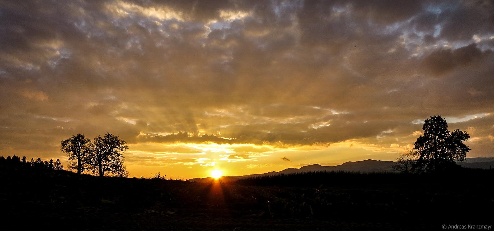 Am Ende einer Tagesetappe kann auch so ein schöner Sonnenuntergang auf einen warten