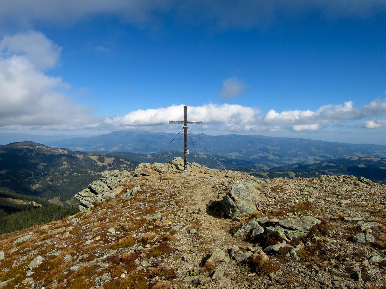 Am Anfang der Etappe 15 erreicht man den Gipfel der Saualpe - den Ladinger Spitz
