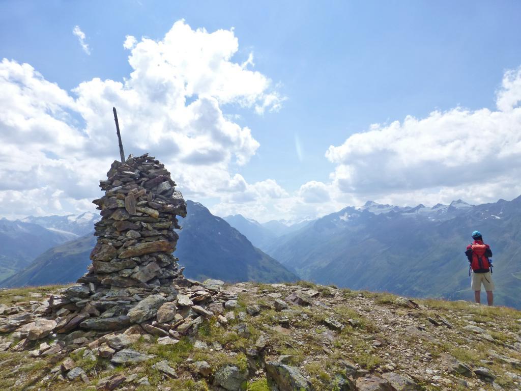 Am Ende der Etappe 5 erwartet einem eine wunderschöne Aussicht vom Gipfel des Vorderen Brunnenkogel