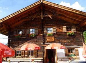 Ankunft am Ende der Etappe 5 auf der Brunnenberg Alm im Falkner Gasthaus