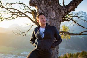 Autor - René Eduard Perhab; aufgewachsen in Ramsau am Dachstein und am Guttenberghaus; derzeit Schüler in der Tourismusschule Bischofshofen; leidenschaftlicher Fotograf und Bergsteiger