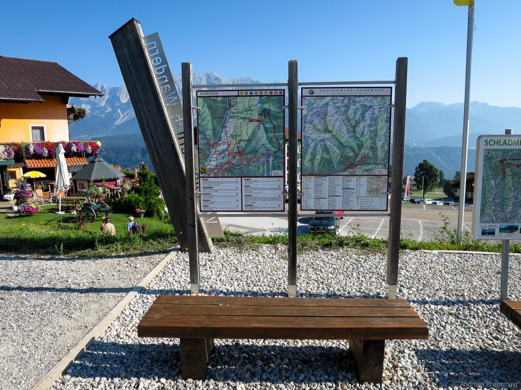 Start der ersten Etappe beim Wanderstartplatz Hochwurzen