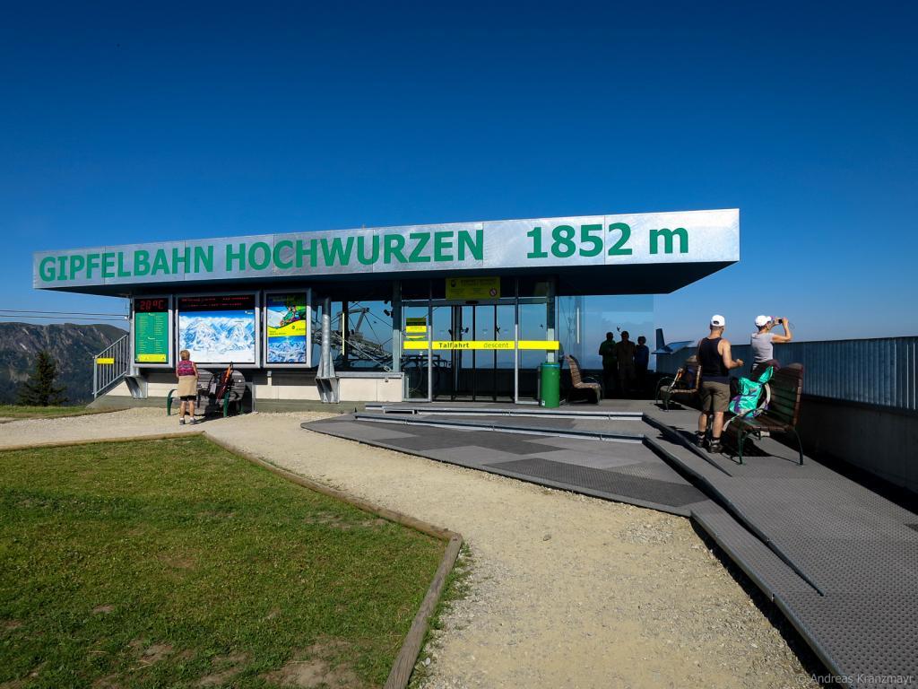 Mit der Hochwurzen Seilbahn geht es auf 1.852 m Höhe