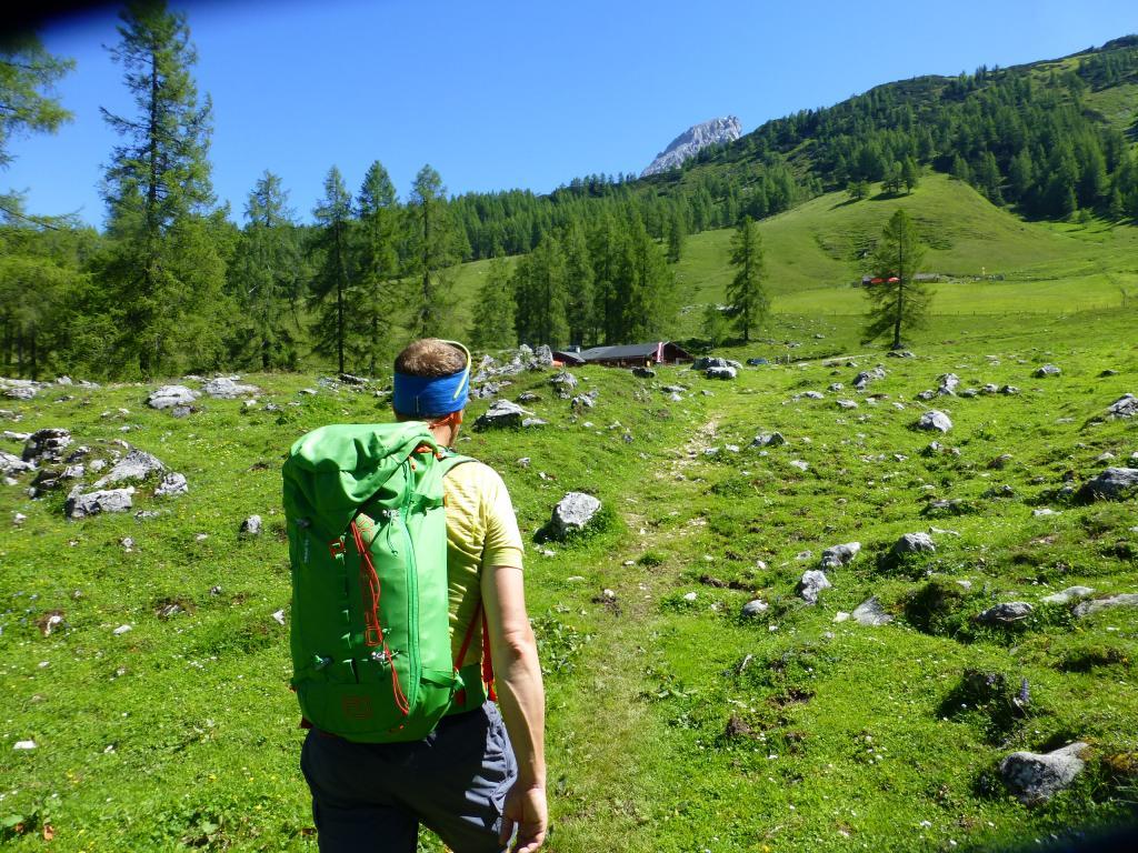 In Sichtweite - die Wallehen- und die Krahlehenhütte auf der Sulzenalm.