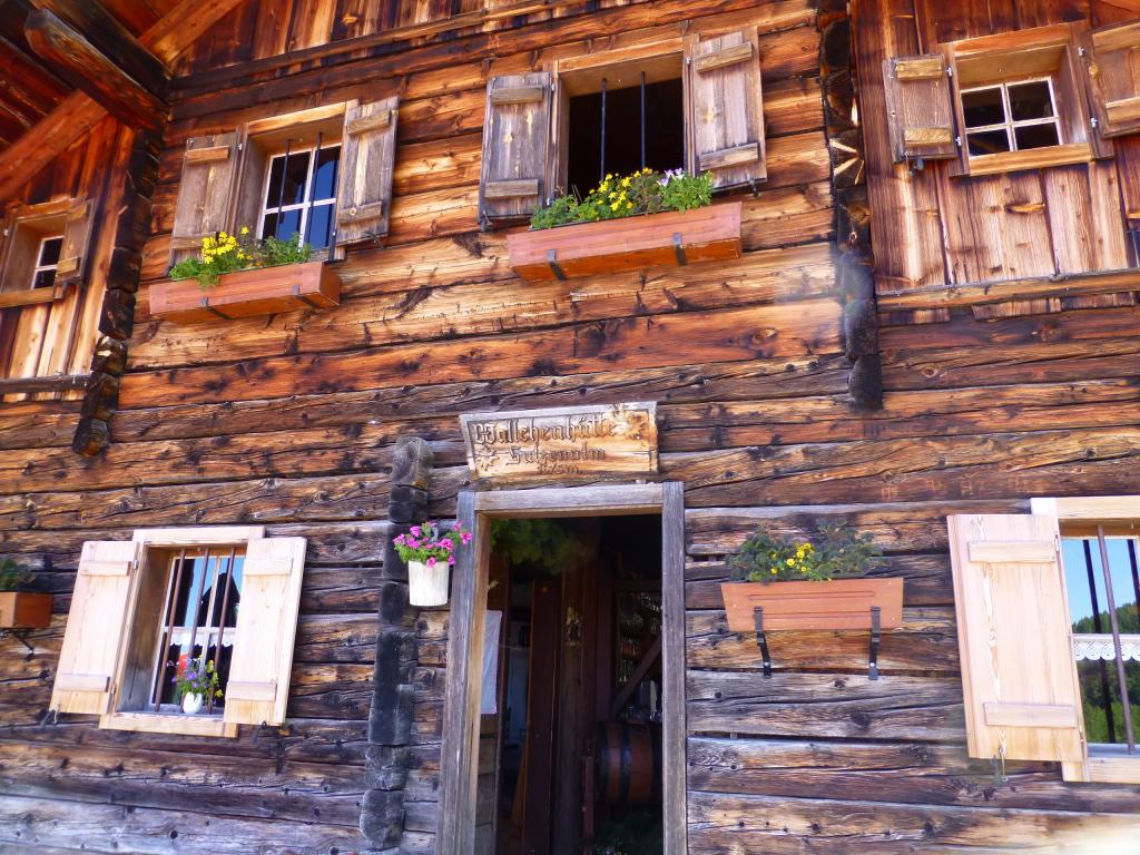 Die Wallehenhütte liegt auf 1.675 m Seehöhe.