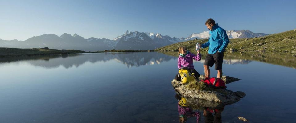 Wanderer am Soomsee, Oetztaler Alpen, Tirol, Oesterreich.
