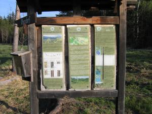 Ankunft beim Dürnberger Hochmoor, die Infotafel beinhaltet wieder wertvolle Informationen