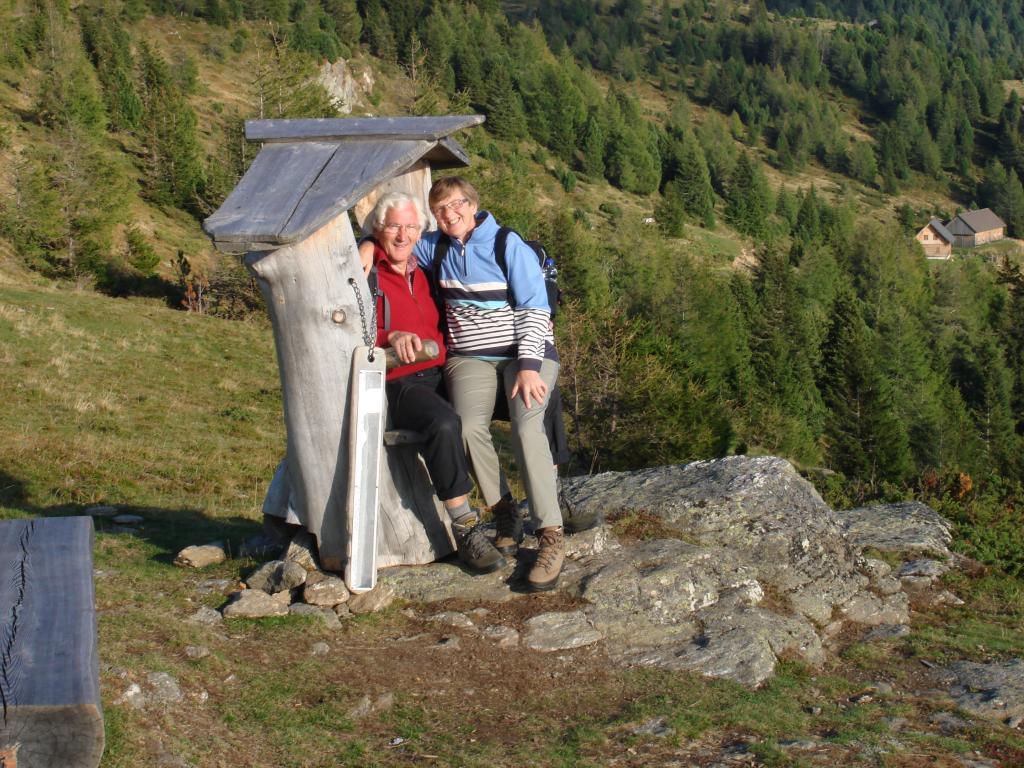 Kurze Wanderrast auf der Hertahöhe, © Naturpark Zirbitzkogel-Grebenzen