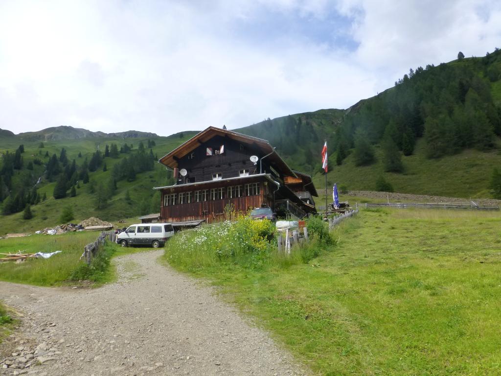 Ankunft bei der Volkzeiner Hütte...