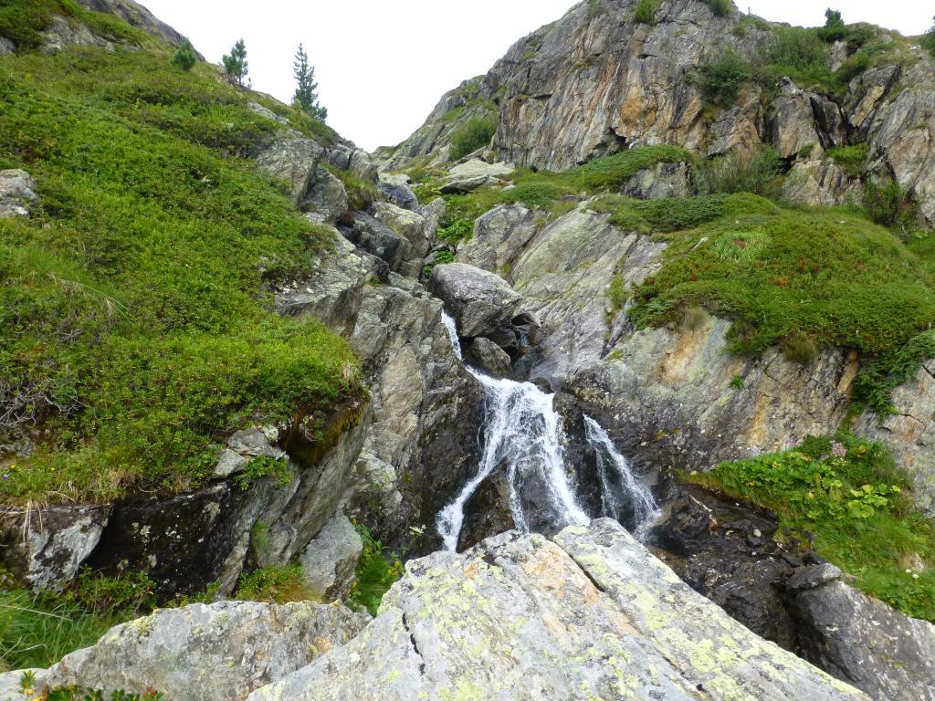 Auch hier fließt das Wasser wieder bis ins Tal