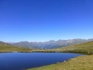 Und nochmal vorbei an einem schönen blauen Bergsee...
