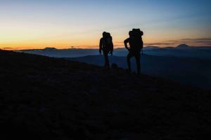 Weitwandern Sonnenuntergang © Jenner Vandenhoek Unsplash
