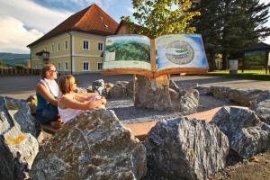 Genusswandern-auf-der-Via-NAtura-Wanderurlaub-am-Zirbitzkogel