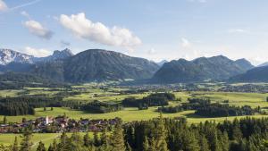 ausblick-von-den-ruinen-oberhalb-der-schlossbergalm-hohenfreyberg-und-eisenberg, Berge.Mythos.Wandern