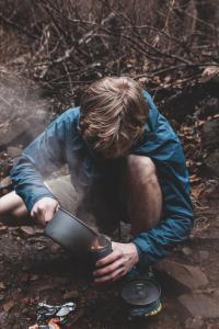 Kochen beim Fernwandern © Blake Cheek Unsplash