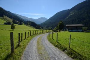 Katwalk blick-ins-tal-auf-etappe-3 © Kitzbüheler Alpen Marketing GmbH